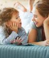 5 trucs d'éducatrices pour faciliter la communication avec les tout-petits